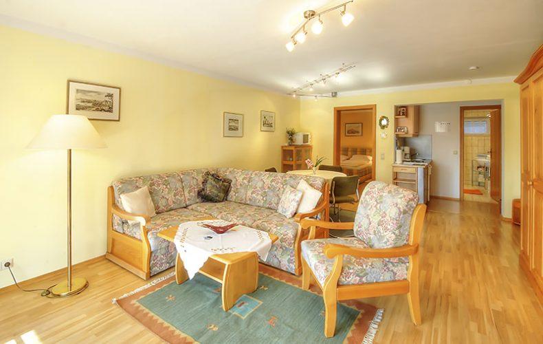 Wohnzimmer der Ferienwohnung im Erdgeschoss