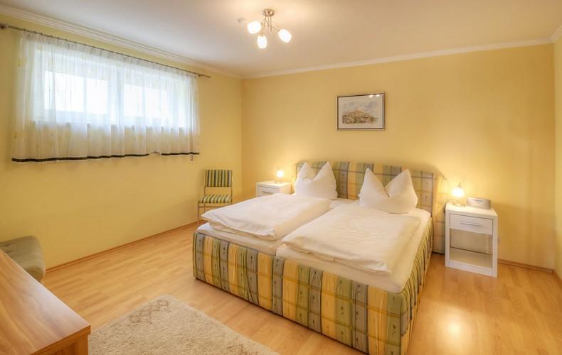 Schlafzimmer der Ferienwohnung im Erdgeschoß