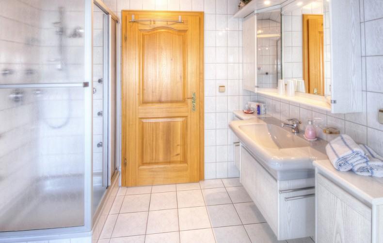 Badezimmer der Deluxe-Ferienwohnung